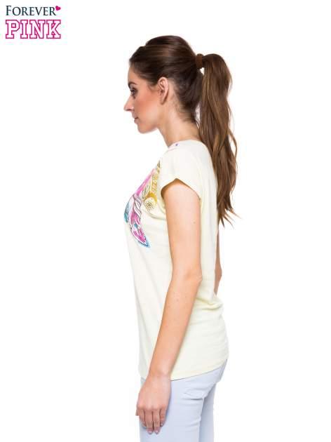 Jasnożółty t-shirt z nadrukiem piórek w stylu boho                                  zdj.                                  2