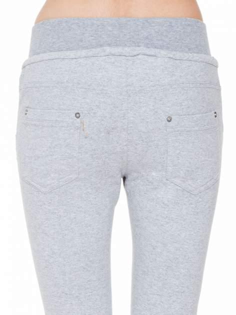 Jeansowo-dresowe spodnie typu tregginsy z wysokim pasem                                  zdj.                                  7