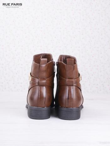 Karmelowe botki faux leather na klocku ze złotą sprzączką na suwak                              zdj.                              4