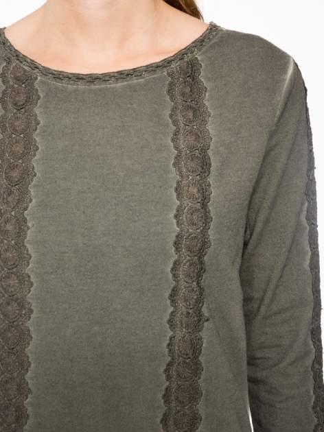 Khaki bluza z koronkowymi aplikacjami                                  zdj.                                  5