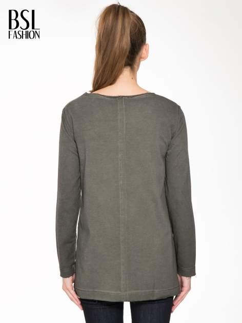 Khaki bluza z surowym wykończeniem i widocznymi szwami                                  zdj.                                  4