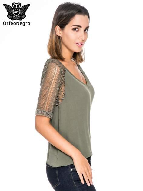 Khaki bluzka koszulowa z koronkowymi rękawami                                  zdj.                                  3