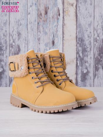 Khaki buty trekkingowe traperki ocieplane Lucid z wywiniętą wełnianą cholewką i ozdobnym zapięciem                                  zdj.                                  2