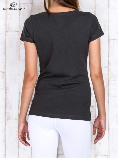 Khaki damski t-shirt sportowy basic PLUS SIZE                                  zdj.                                  4
