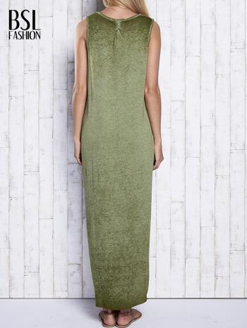 Khaki dekatyzowana sukienka maxi z dłuższym tyłem                                  zdj.                                  5