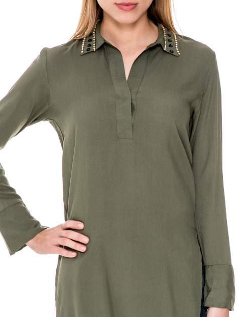 Khaki długa koszula z biżuteryjnym kołnierzykiem                                  zdj.                                  5