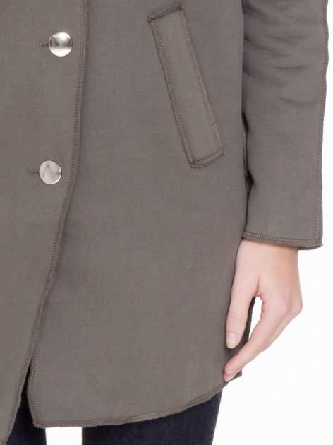 Khaki dresowy płaszcz o kroju oversize                                  zdj.                                  6