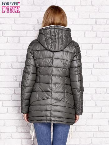Khaki pikowana kurtka z kontrastowymi suwakami                                  zdj.                                  5