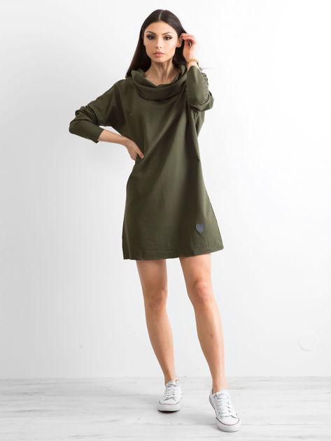 Khaki sukienka dresowa z szerokim kołnierzem                              zdj.                              4