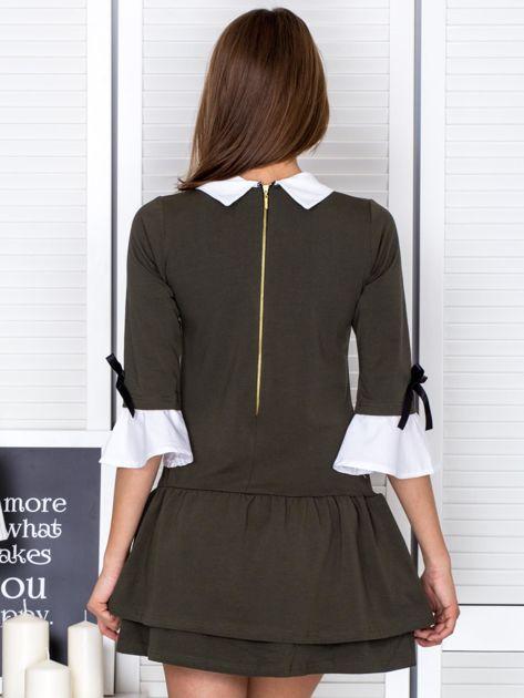 Khaki sukienka z kołnierzykiem i kokardkami                              zdj.                              2