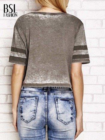 Khaki t-shirt acid wash z literą A                                  zdj.                                  2