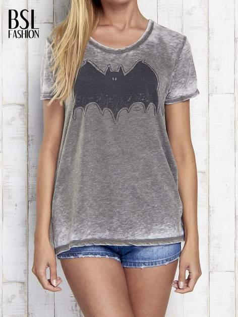 Khaki t-shirt acid wash z motywem Batmana                                  zdj.                                  1