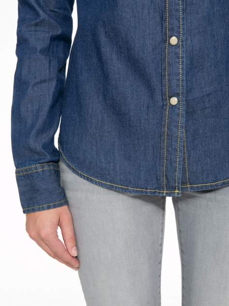 Klasyczna ciemnoniebieska jeansowa koszula z kieszonkami                                  zdj.                                  7