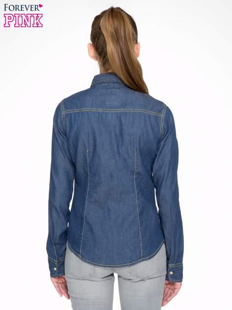 Klasyczna ciemnoniebieska jeansowa koszula z kieszonkami                                  zdj.                                  4