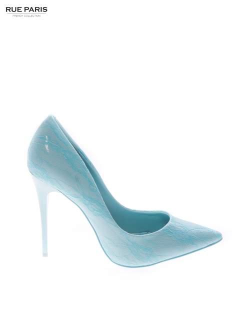 Klasyczne szpilki lakierowane w kolorze baby blue