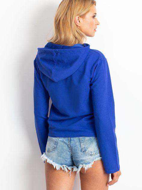 Kobaltowa bluza z kapturem i troczkami                              zdj.                              6