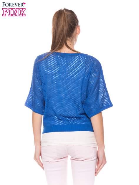 Kobaltowy siateczkowy sweter oversize                                  zdj.                                  3