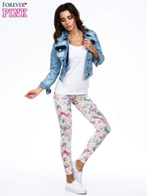 Kolorowe legginsy z pastelowym nadrukiem                                  zdj.                                  2