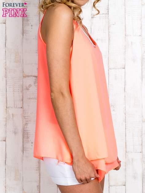 Koralowa bluzka koszulowa z aplikacją przy dekolcie                                  zdj.                                  3