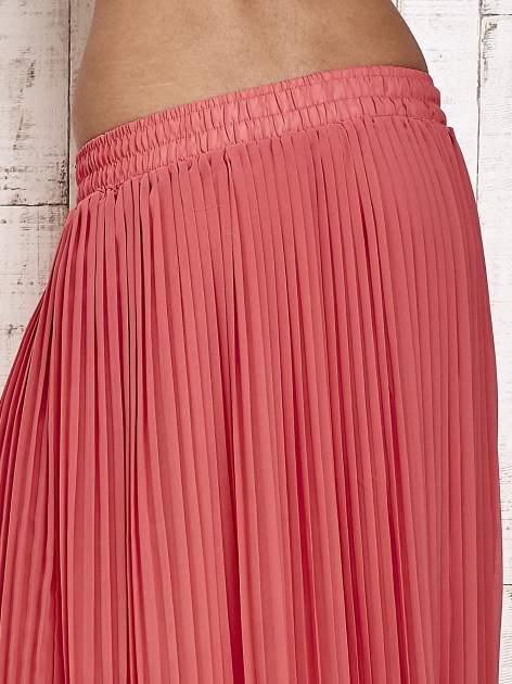 Koralowa spódnica maxi plisowana z dżetami w pasie                                   zdj.                                  5