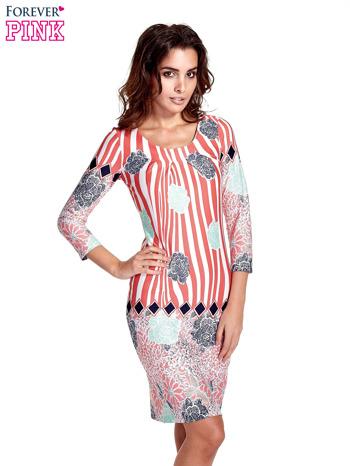 Koralowa sukienka w kwiatowe i geometryczne wzory