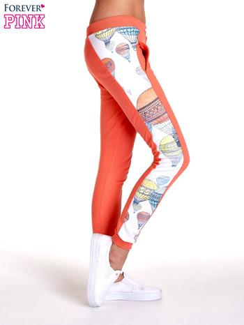 Koralowe spodnie dresowe z lampasem w balony                                  zdj.                                  3