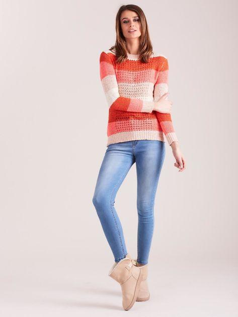 Koralowo-różowy sweter w pasy                              zdj.                              4