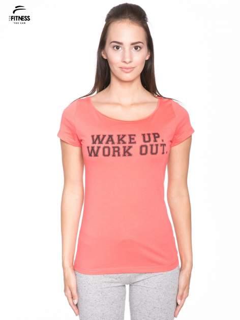 Koralowy bawełniany t-shirt z nadrukiem tekstowym WAKE UP WORK OUT