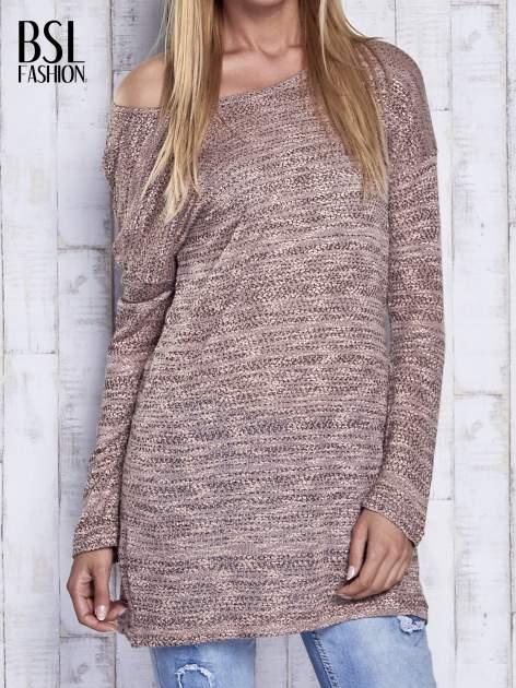 Koralowy melanżowy sweter z łezką na plecach                                  zdj.                                  1