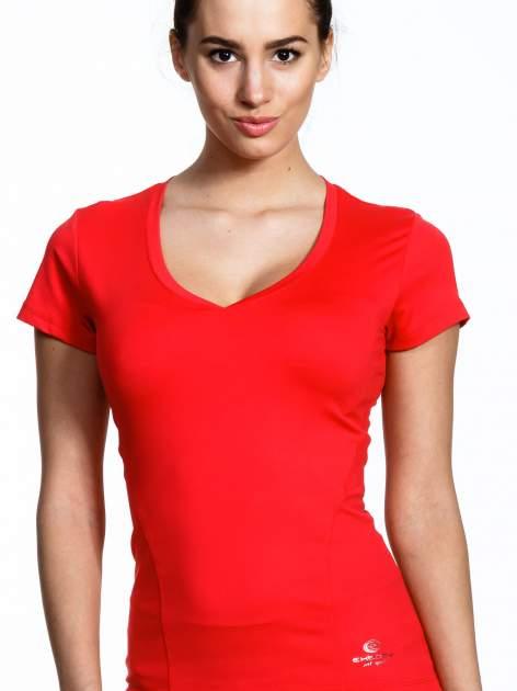 Koralowy modelujący damski t-shirt sportowy                                   zdj.                                  4