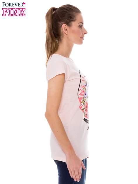 Koralowy t-shirt z dziewczęcym nadrukiem ROUGH DENIM                                  zdj.                                  2