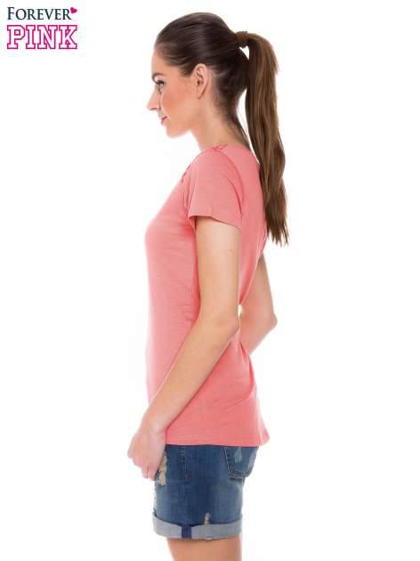 Koralowy t-shirt z koronkową wstawką na ramionach                                  zdj.                                  2