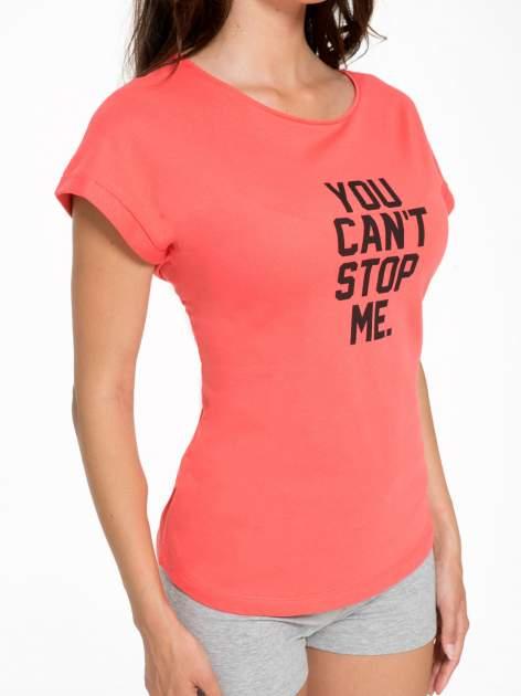 Koralowy t-shirt z nadrukiem tekstowym YOU CAN'T STOP ME                                  zdj.                                  1