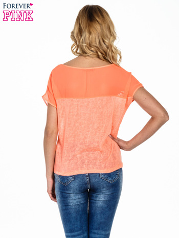 Koralowy t-shirt z wiązaniem z boku                                  zdj.                                  4