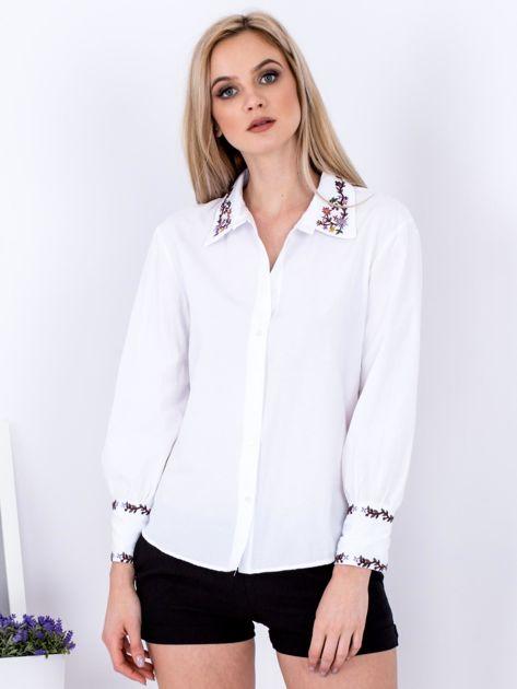 Koszula biała z haftowanymi wstawkami                              zdj.                              1