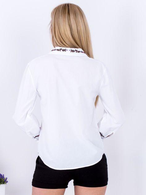 Koszula biała z haftowanymi wstawkami                              zdj.                              2