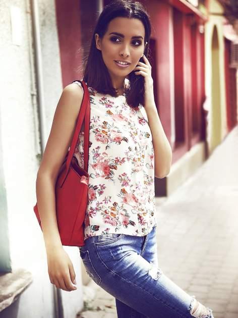 Kremowa bluzka koszulowa w róże                                  zdj.                                  1