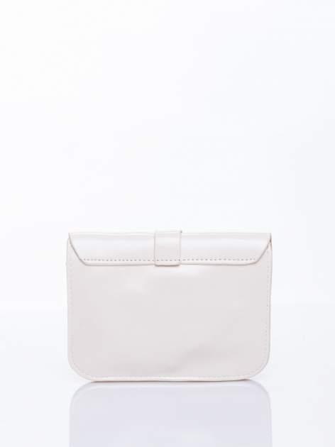 Kremowa torebka listonoszka z klapką                                  zdj.                                  2