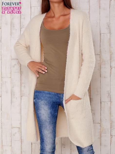 Kremowy długi puszysty sweter                                  zdj.                                  1