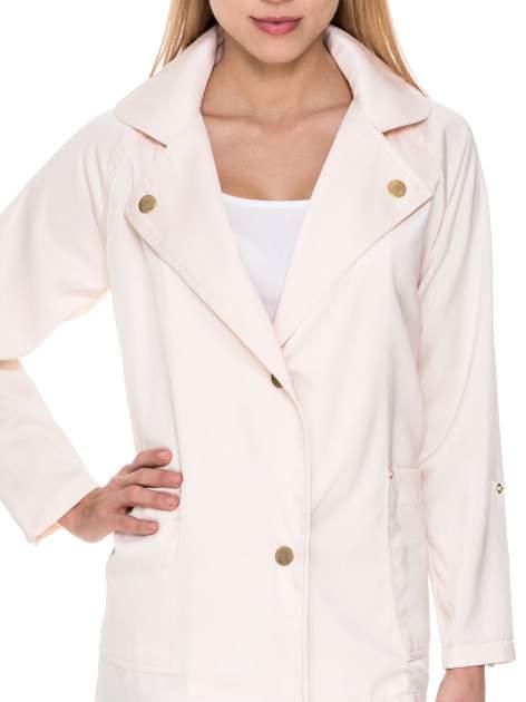 Kremowy żakiet boyfriend jacket z podwijanymi rękawami                                  zdj.                                  5