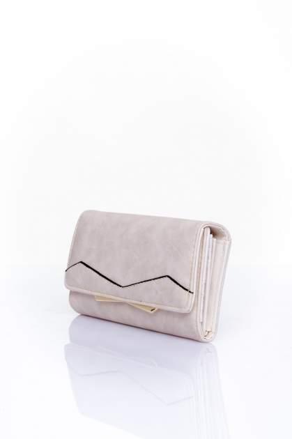 Kremowy zamszowy portfel z geometrycznym motywem                                  zdj.                                  3
