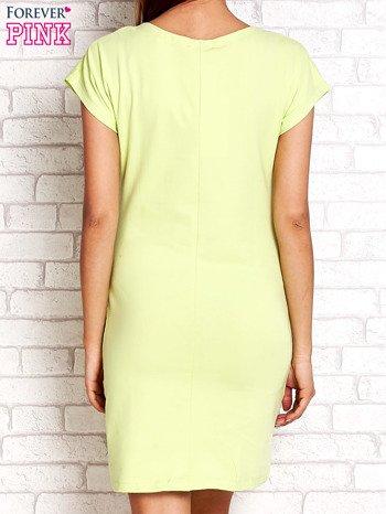 Limonkowa sukienka z cekinowym motylem                                  zdj.                                  3