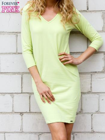 Limonkowa sukienka z trójkątnym dekoltem                                  zdj.                                  1