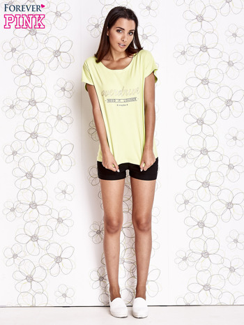 Limonkowy t-shirt z napisem NEED IT LOUDER                                  zdj.                                  2