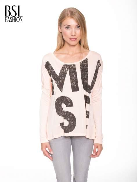Łososiowa bluzka z dużym napisem MUSE