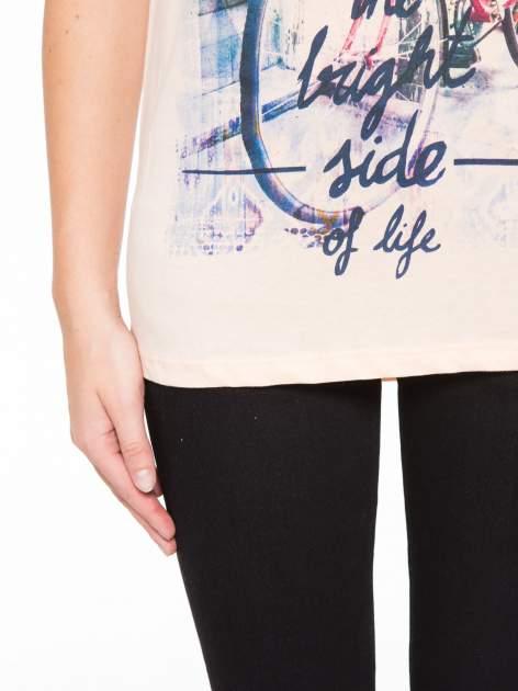 Łososiowy t-shirt z nadrukiem roweru                                  zdj.                                  6