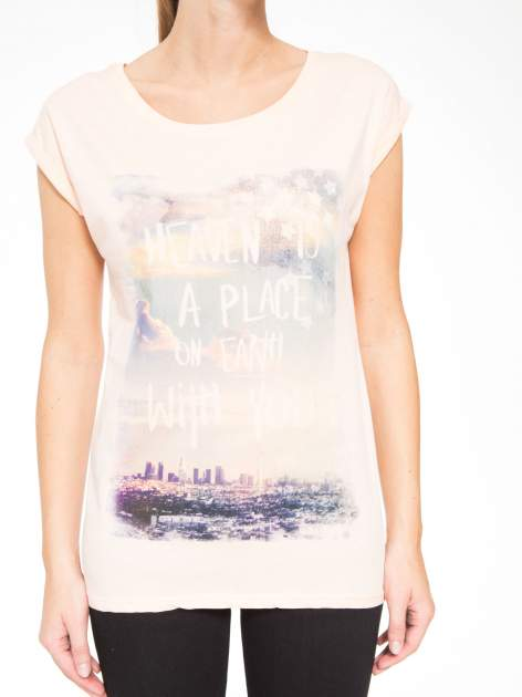 Łososiowy t-shirt z napisem HEAVEN IS A PLACE ON EARTH WITH YOU                                  zdj.                                  7