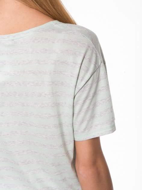 Luźny krótki t-shirt z kieszonką w zielone paski                                  zdj.                                  9