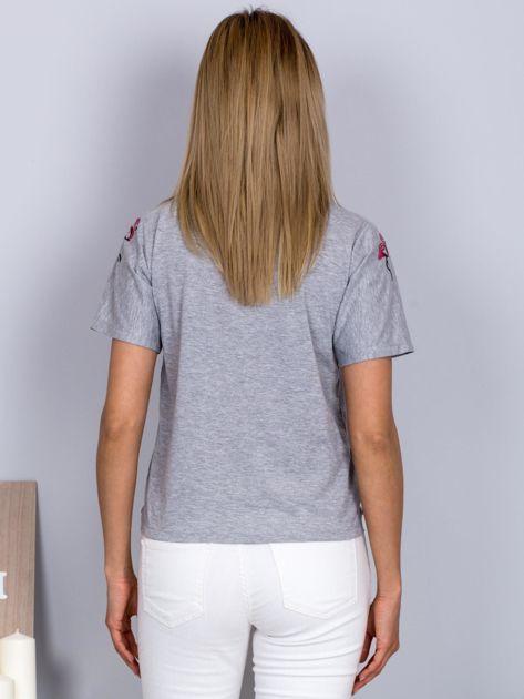 Luźny t-shirt we flamingi jasnoszary                              zdj.                              2