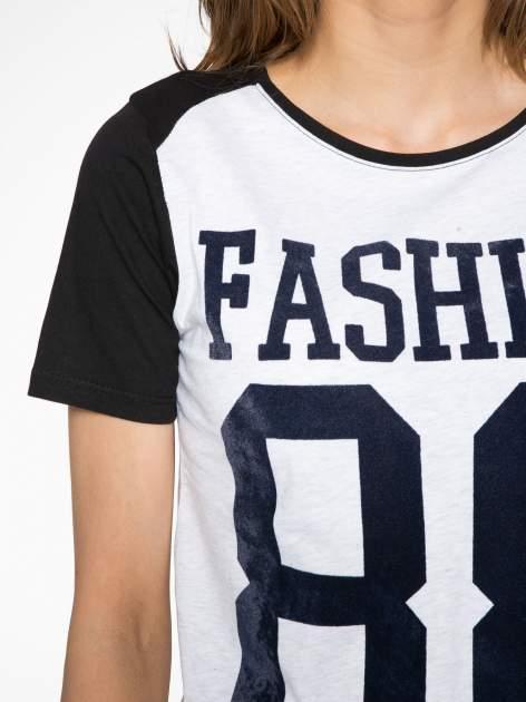 Melanżowo-czarny t-shirt z nadrukiem FASHION 88                                  zdj.                                  5
